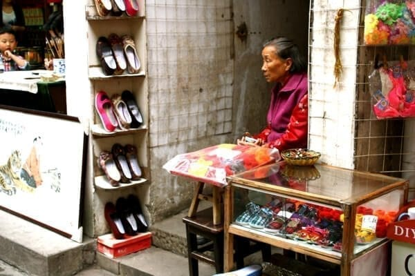 tunxi ancient street merchant