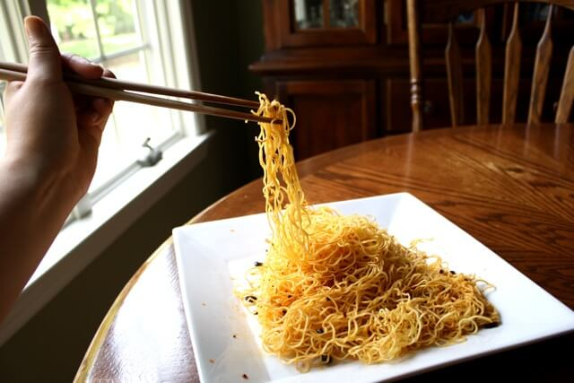 eating-noodles