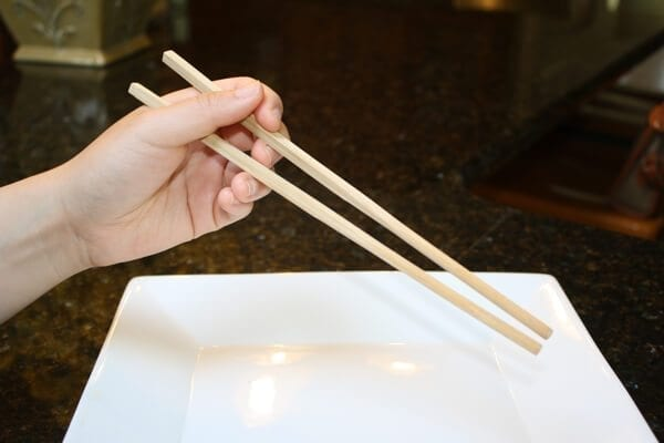 how-to-use-chopsticks-3