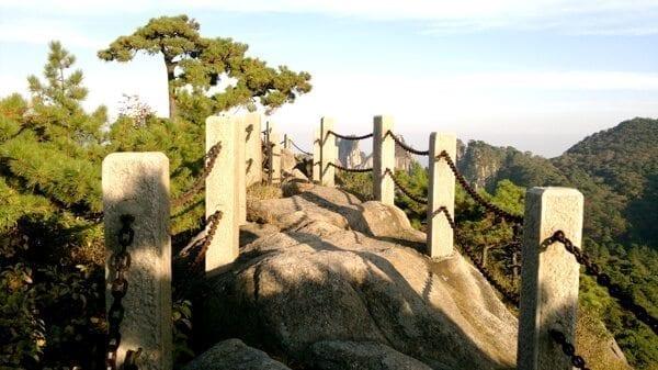 huangshan-lookout