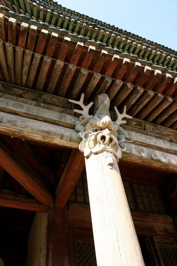 yungang-grottoes-wood-buildings