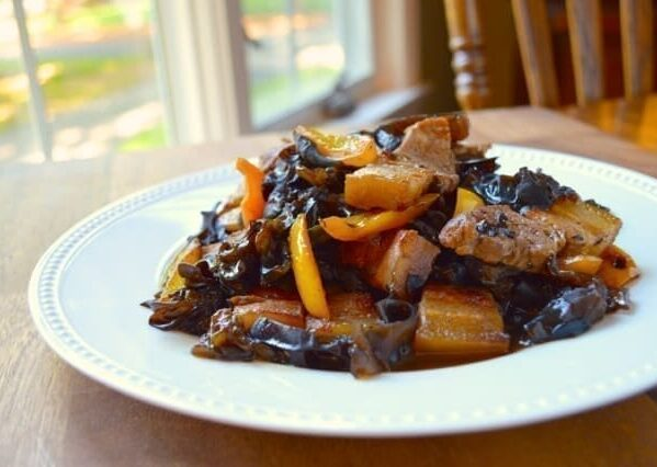Pork belly stir-fry with yellow bell pepper and wood ears