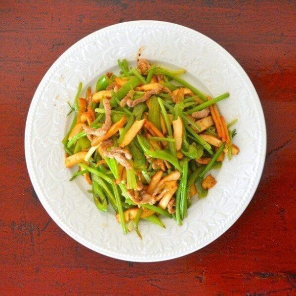 Spiced tofu stir-fry with pork and celery