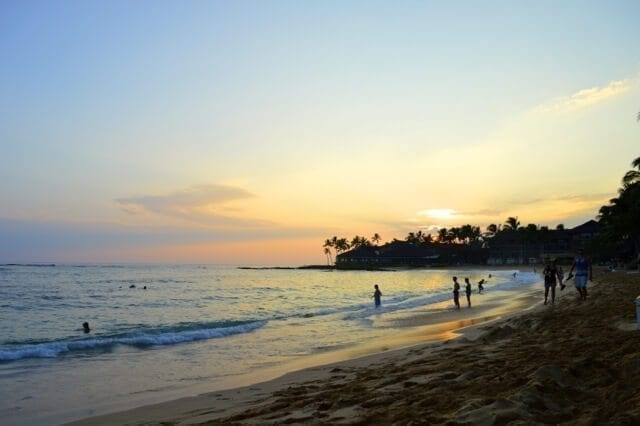 16 Reasons Why Hawaii is Pretttttty Much The Bomb - beach sunset, by thewoksoflife.com