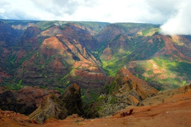 16 Reasons Why Hawaii is Pretttttty Much The Bomb - waimea-canyon, by thewoksoflife.com