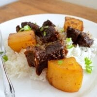 Chinese Braised Beef and Turnips (Daikon Radish)
