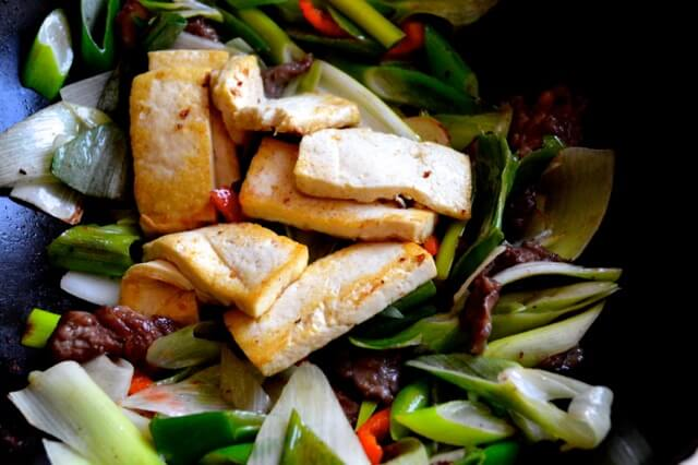 Scallion Ginger Beef and Tofu Stir Fry by thewoksoflife.com