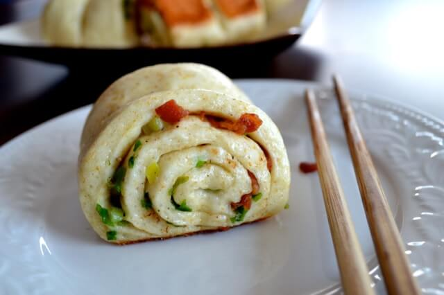 Chinese Scallion Rolls (Hua Juan), by thewoksoflife.com