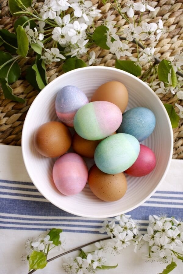 egg-dyeing