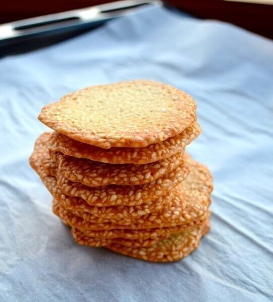 Homemade sweet sesame crackers