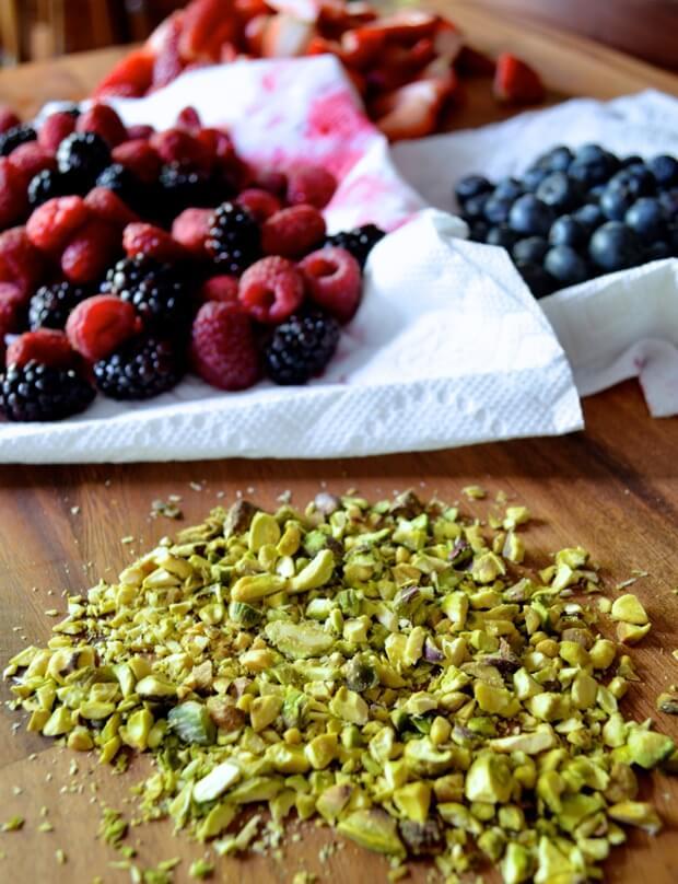berry-pistachio-cake