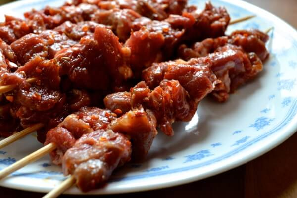 Spicy Beijing Lamb Skewers (yangrou chuan) by thewoksoflife.com