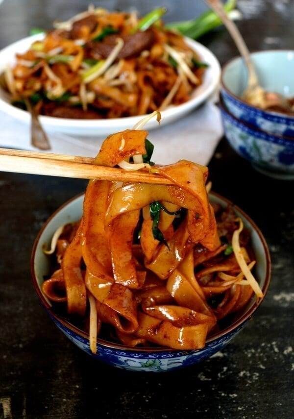 Beef Chow Fun Noodles (gon chow ngau ho) by thewoksoflife.com