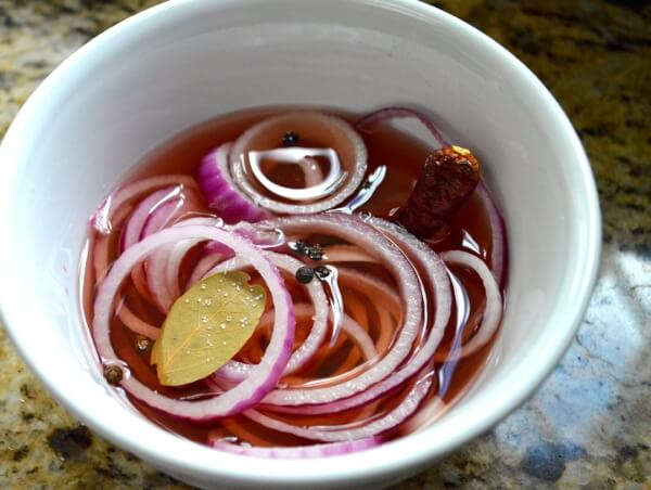 Quick Pickled Onions by thewoksoflife.com
