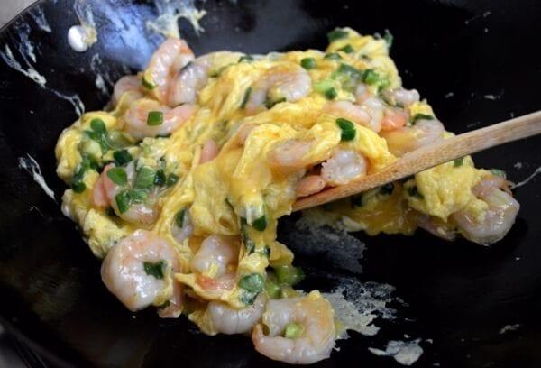 Stir-fried Shrimp and Eggs by thewoksoflife.com