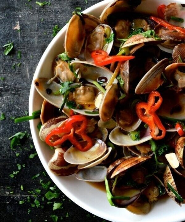 Stir-Fried Fresh Clams in Black Bean Sauce by thewoksoflife.com