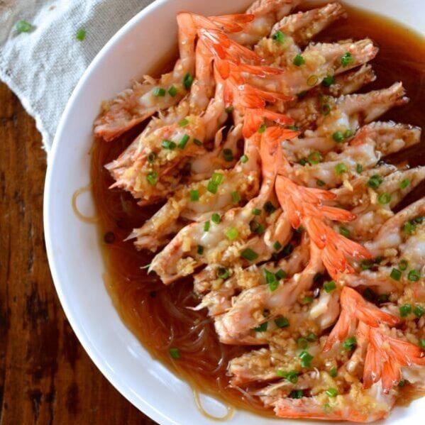 Garlicky steamed shrimp with glass noodles