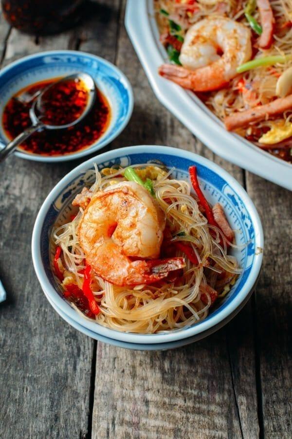 Xiamen Chow Mei Fun Noodles - Xiamen mei fun, by thewoksoflife.com