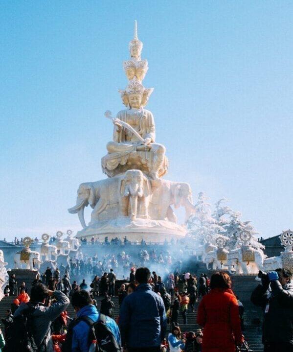 Mount Emei Statue