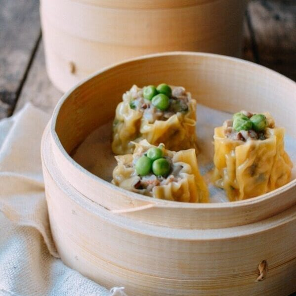 Steamed shumai with peas