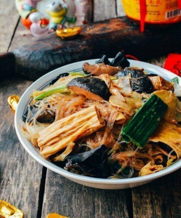 Buddha's Delight (Vegetarian Lo Han Jai), by thewoksoflife.com