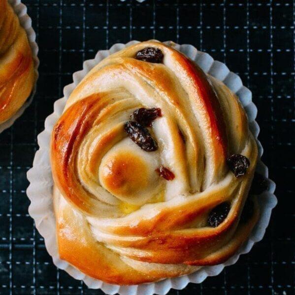 Raisin sweet rolls