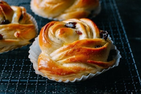 Cinnamon Raisin Buns, by thewoksoflife.com