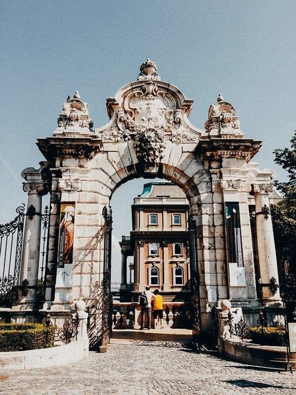 budapest archway