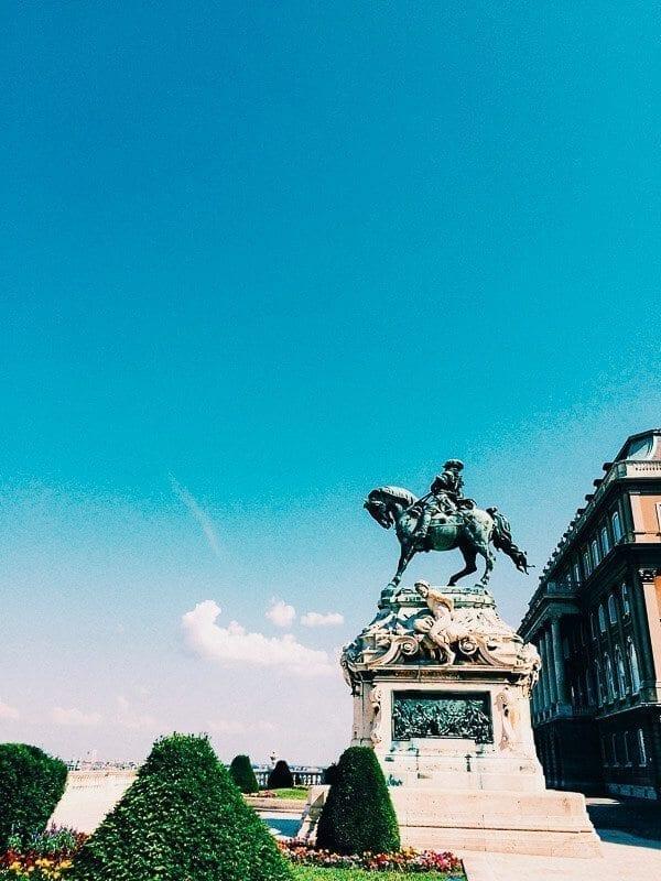 budapest statue