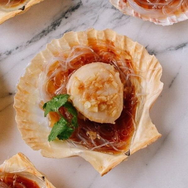 Steamed Scallops with Garlic and Glass Noodles