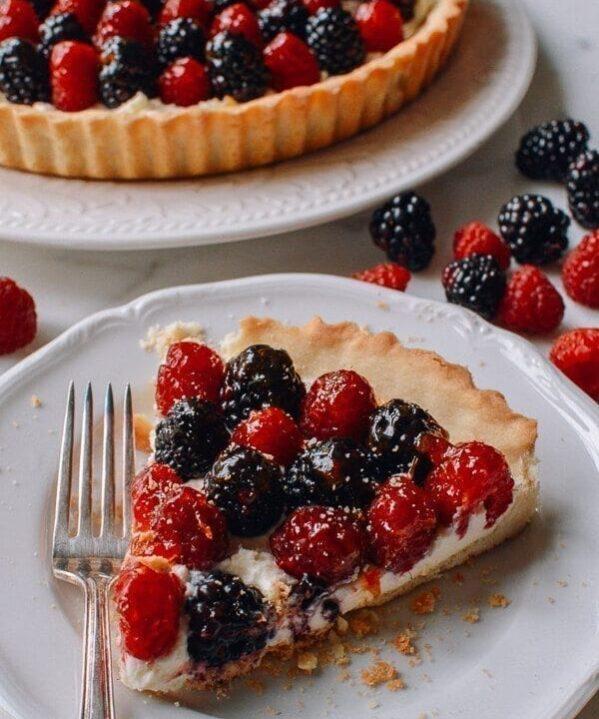Fresh Berry Tart with Sweet Mascarpone Filling, by thewoksoflife.com