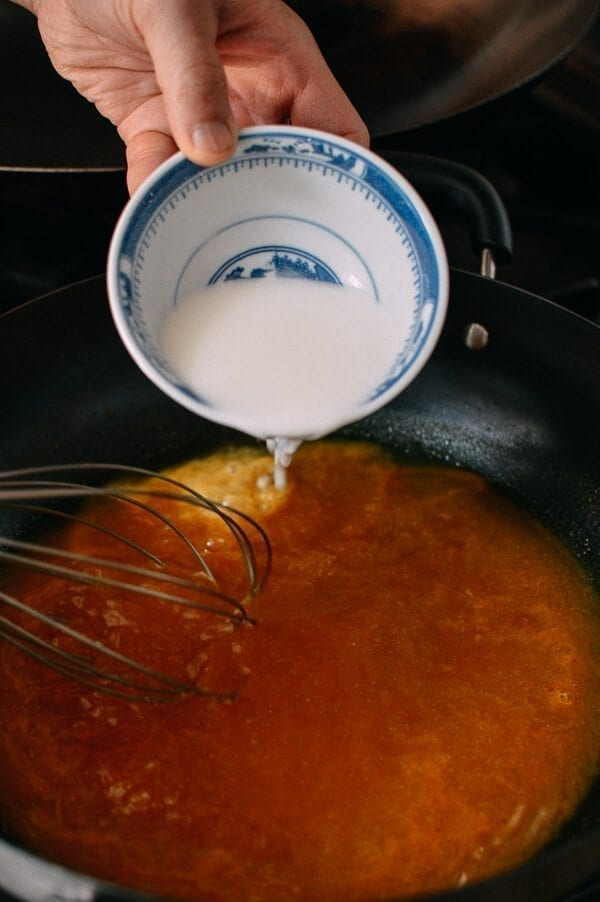 Thickening gravy with cornstarch, thewoksoflife.com