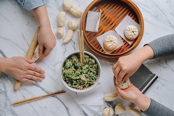 woksoflife-making-buns