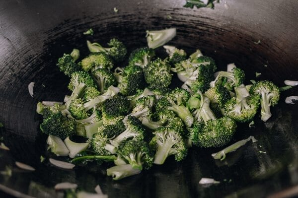 10-Minute Broccoli Tofu Bowls, by thewoksoflife.com