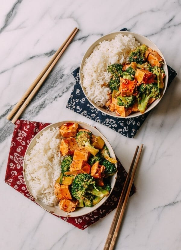 25 Last minute meals - 10-Minute Broccoli Tofu Bowls, by thewoksoflife.com