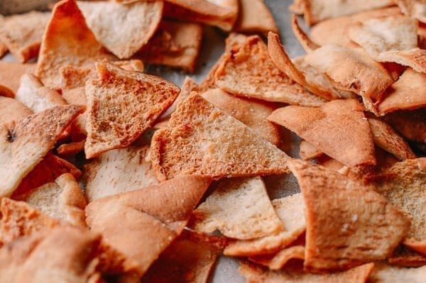 Pita Chips & Hummus, by thewoksoflife.com