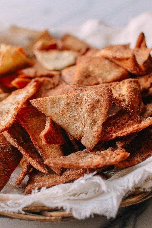 Pita Chips & Hummus, by thewoksoflife.com