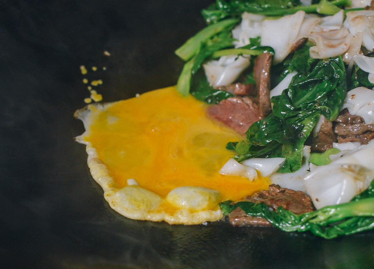 Scrambling egg in wok for pad see ew