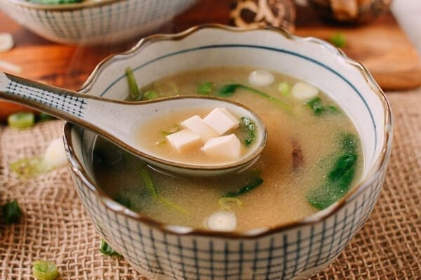 how to add egg to miso soup