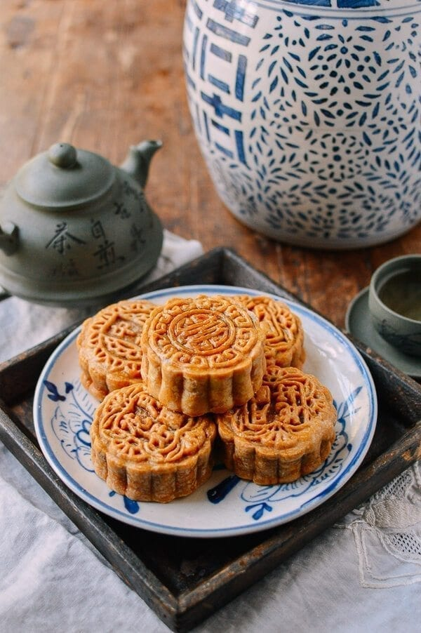 Ham and Nut Mooncakes (五仁月饼)
