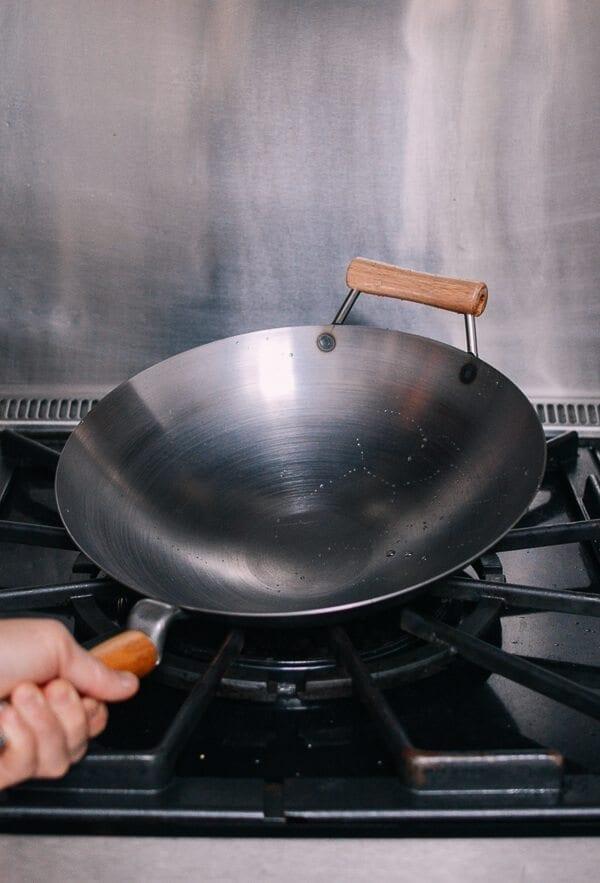 Hoe een wok te kruiden en dagelijks wokonderhoud door thewoksoflife.com