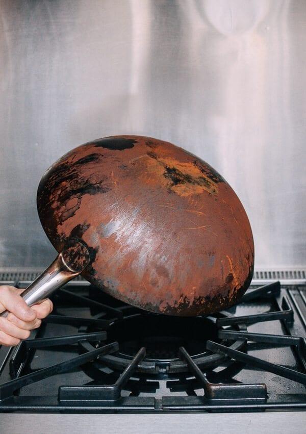 Cómo sazonar un wok y sus cuidados diarios por thewoksoflife.com