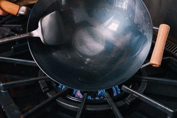 Hoe een wok op smaak brengen en dagelijks onderhoud van de wok door thewoksoflife.com