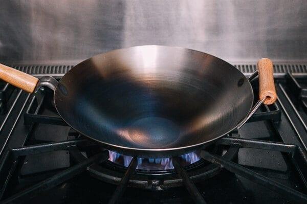 Hoe een wok op smaak te brengen en dagelijks onderhoud van de wok door thewoksoflife.com