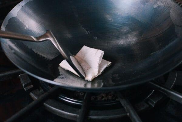 Cómo sazonar un wok y su cuidado diario por thewoksoflife.com
