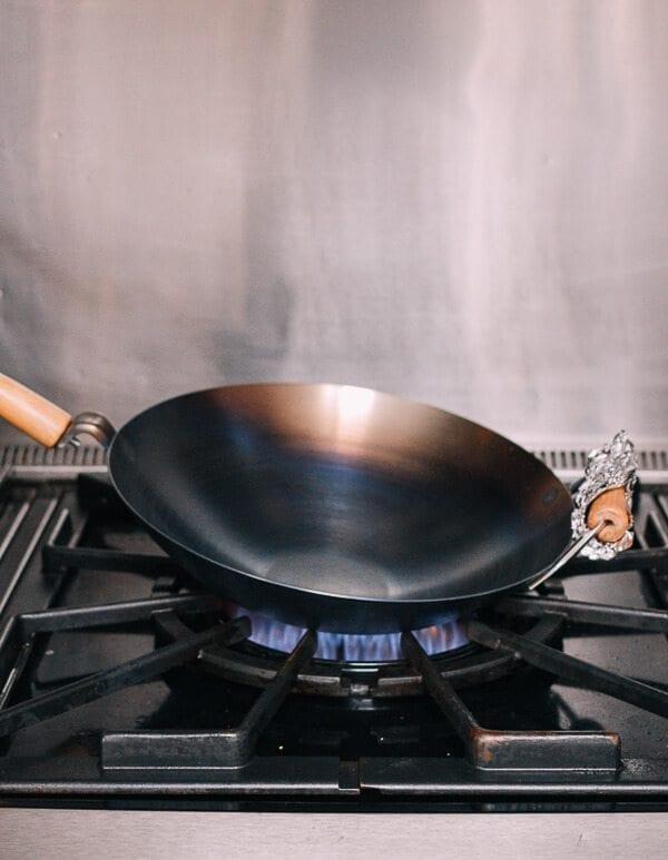 Cómo sazonar un wok y el cuidado diario del mismo por thewoksoflife.com