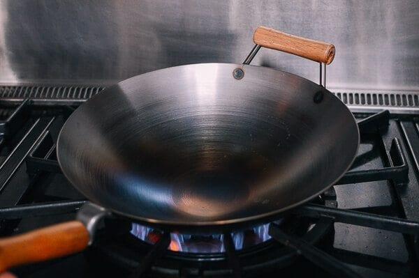 Hoe een wok op smaak brengen en dagelijks wokonderhoud door thewoksoflife.com