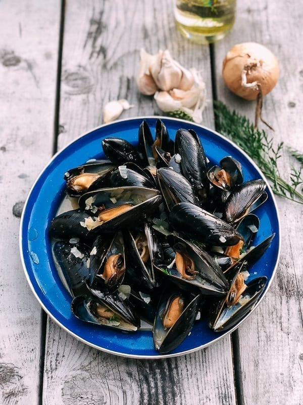 Steamed Mussels, by thewoksoflife.com
