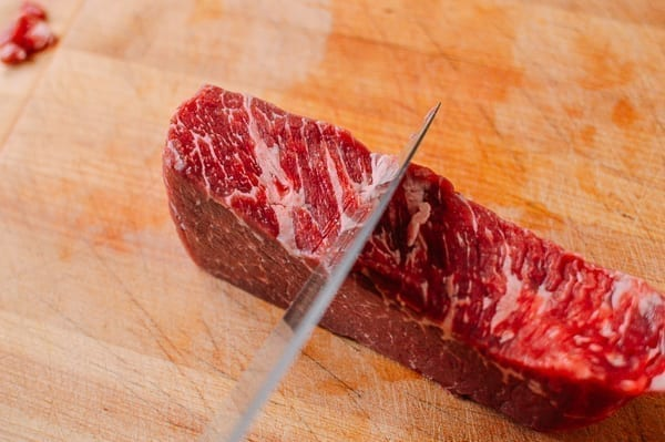 cutting beef chuck steak by thewoksoflife.com