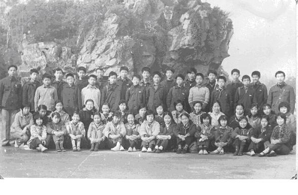 Judy's middle school class on their spring outing (China)